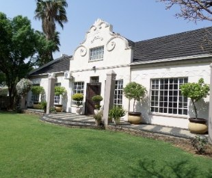R 1,970,000 - 4 Bed Home For Sale in Jim Fouchepark