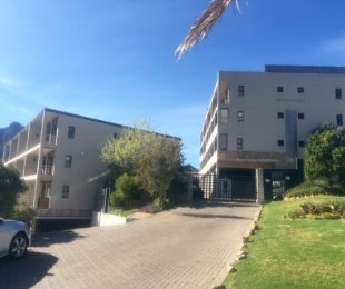 R 1,360,000 - 2 Bed Flat For Sale in Hout Bay
