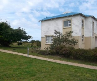 R 1,300,000 - 2 Bed Guest House For Sale in Pinnacle Point Golf Estate