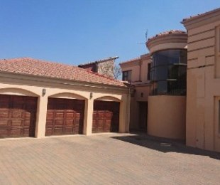 R 30,000 - 3 Bed Home To Rent in Eagle Canyon Golf Estate