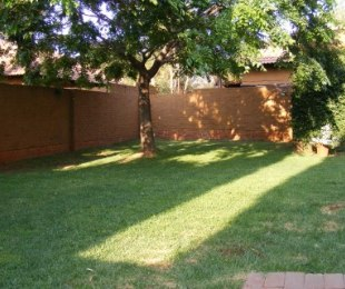 R 915,000 - 2 Bed House For Sale in Eldoraigne