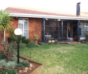 R 1,640,000 - 3 Bed Property For Sale in Bronberrick