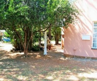 R 1,050,000 - 4 Bed House For Sale in Heuweloord
