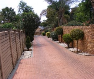 R 1,650,000 - 3 Bed Property For Sale in Rooihuiskraal North