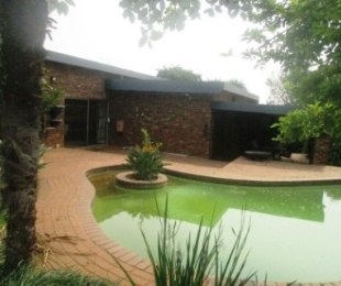 R 2,600,000 - 3 Bed House For Sale in Bronberrick