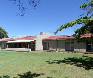 R 1,450,000 - 5 Bed Property For Sale in Flamingo Park