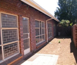 R 722,000 - 3 Bed Property For Sale in Dagbreek