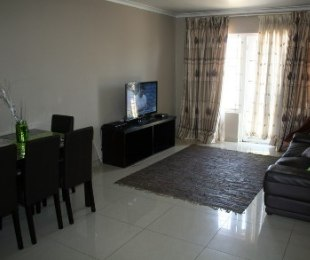 R 795,000 - 2 Bed Property For Sale in Summer Greens