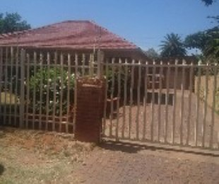R 2,000,000 - 7 Bed Commercial Property For Sale in Kempton Park
