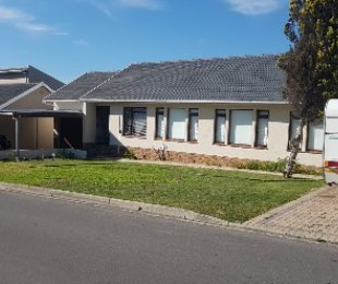 R 2,599,000 - 4 Bed Property For Sale in Stellenberg