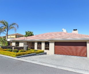 R 3,390,000 - 4 Bed Property For Sale in Sonstraal Heights