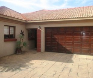 R 1,640,000 - 3 Bed House For Sale in Amberfield Crest Estate