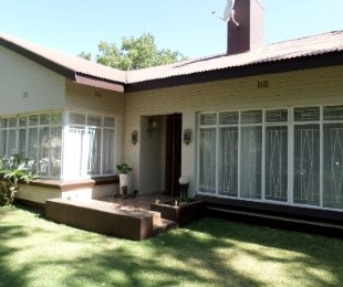 R 1,200,000 - 4 Bed Property For Sale in Doorn