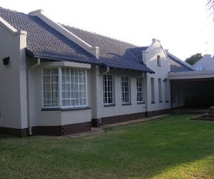 R 2,100,000 - 3 Bed Property For Sale in Wierda Park