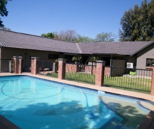 R 2,200,000 - 4 Bed House For Sale in St Helena