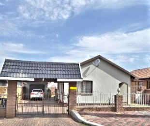 R 679,000 - 3 Bed Property For Sale in Lenasia South
