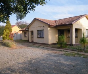 R 580,000 - 3 Bed House For Sale in Flamingo Park