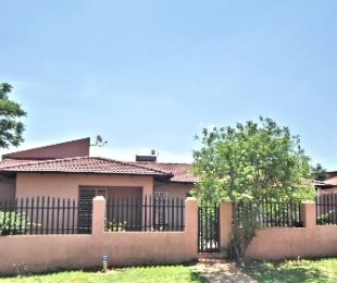 R 850,000 - 3 Bed House For Sale in Lenasia South