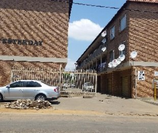 R 500,000 - 2 Bed Flat For Sale in Kempton Park