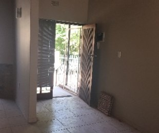 R 5,500 - 1 Bed Apartment To Rent in Blairgowrie