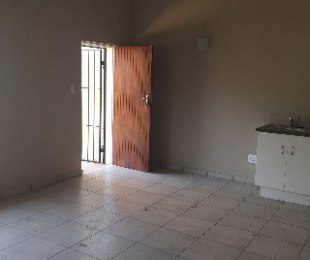 R 5,000 - 1 Bed Flat To Rent in Blairgowrie