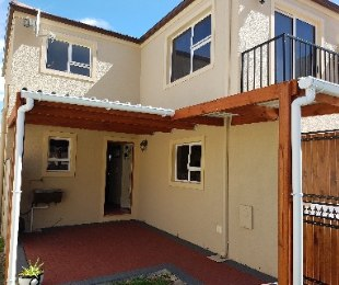 R 1,150,000 - 3 Bed House For Sale in Gordon's Bay