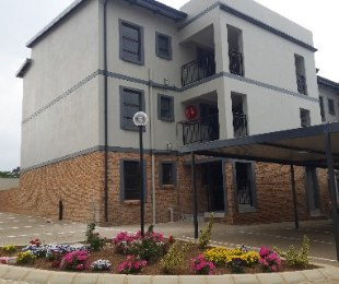 R 690,000 - 2 Bed Flat For Sale in Rynfield