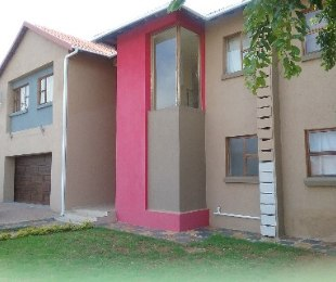 R 1,750,000 - 5 Bed House For Sale in Theresapark