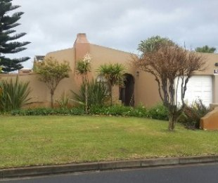 R 1,950,000 - 4 Bed House For Sale in Retreat