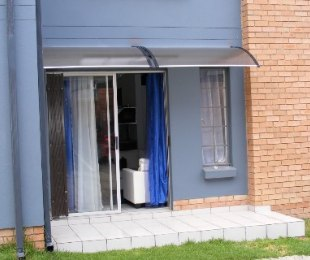 R 800,000 - 2 Bed Flat For Sale in Amberfield