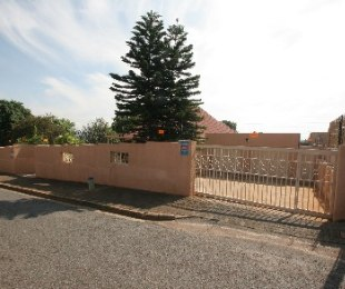 R 2,250,000 - 4 Bed Home For Sale in Kensington