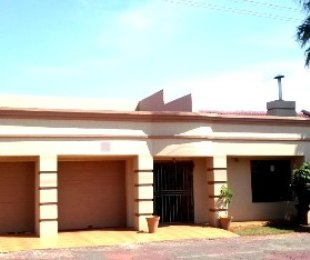 R 1,650,000 - 4 Bed House For Sale in Lenasia