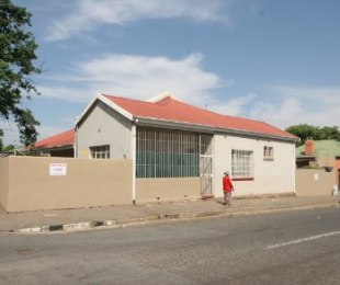 R 699,000 - 2 Bed House For Sale in Malvern