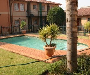 R 475,000 - 2 Bed Flat For Sale in Bezuidenhout Valley