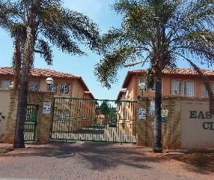 R 520,000 - 2 Bed Property For Sale in Bezuidenhout Valley