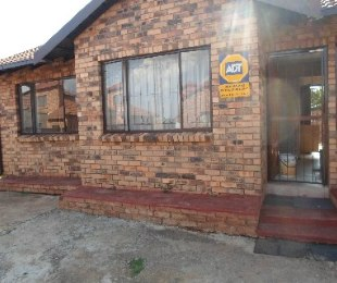 R 745,000 - 3 Bed Home For Sale in Philip Nel Park