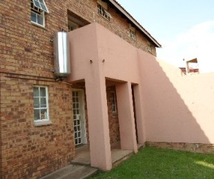 R 480,000 - 1 Bed Property For Sale in Philip Nel Park