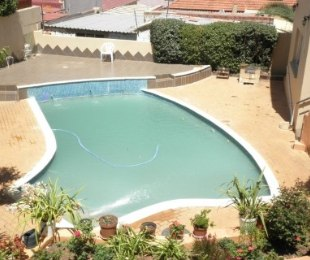 R 2,400,000 - 6 Bed House For Sale in Cyrildene