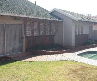 R 12,000 - 3 Bed House To Rent in Glen Marais