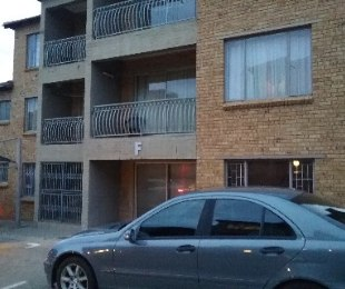 R 600,000 - 2 Bed Home For Sale in Birchleigh