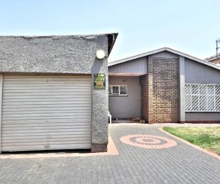 R 1,289,000 - 4 Bed House For Sale in Lenasia
