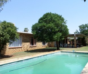 R 900,000 - 4 Bed House For Sale in Riebeeckstad