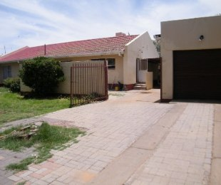 R 599,000 - 3 Bed Property For Sale in Flamingo Park