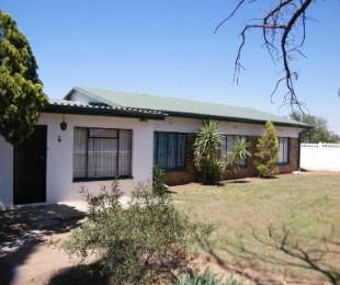 R 450,000 - 3 Bed House For Sale in Theunissen