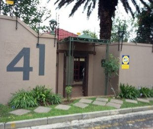 R 2,395,000 - 3 Bed House For Sale in Kensington