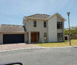 R 2,550,000 - 3 Bed House For Sale in Graanendal