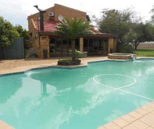 R 2,800,000 - 4 Bed Property For Sale in Riebeeckstad