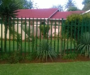 R 849,000 - 3 Bed Home For Sale in Crystal Park