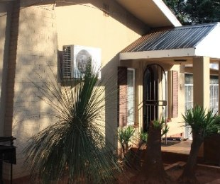 R 1,750,000 - 4 Bed Property For Sale in Valhalla
