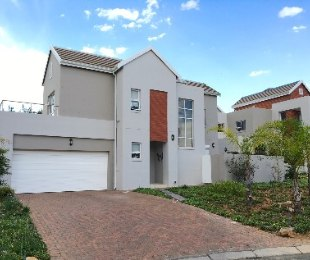 R 2,895,000 - 3 Bed Property For Sale in Eagle Canyon Golf Estate